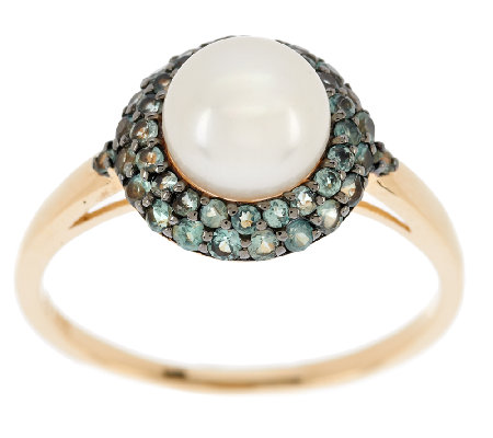 Pearl and Alexandrite together create a stunning piece of jewelry. Photo via http://ow.ly/NSvAN